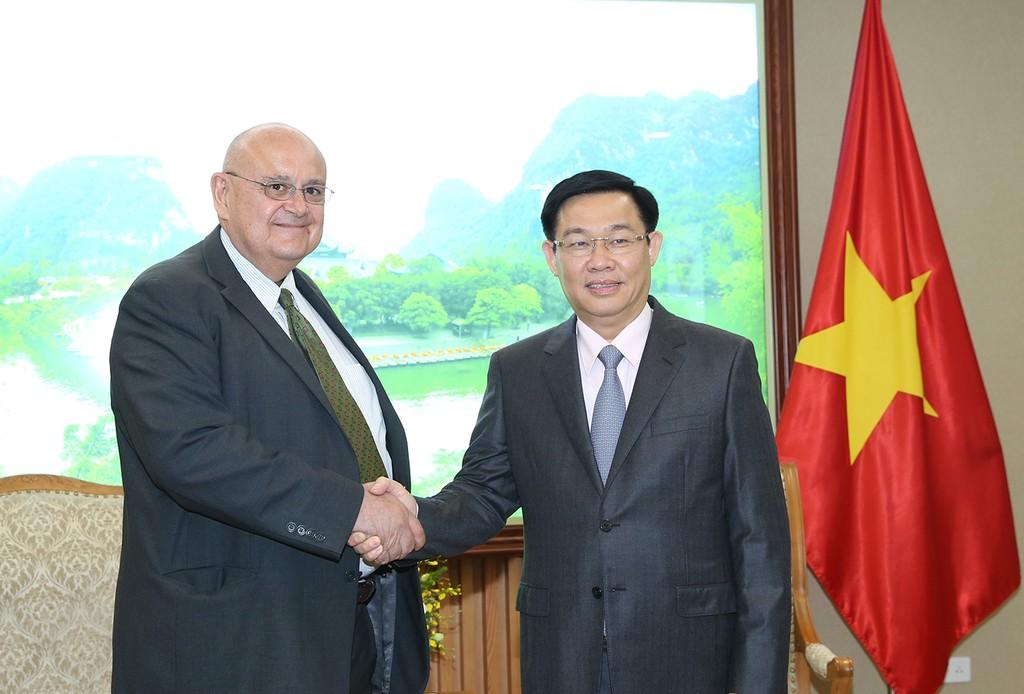 Phó Thủ tướng Vương Đình Huệ tiếp Đại sứ Cộng hoà Liên bang Brazil. Ảnh: VGP