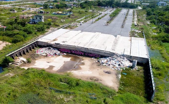 Hiện trạng bốn tuyến đường giá 12.000 tỷ đồng ở Thủ Thiêm - ảnh 8