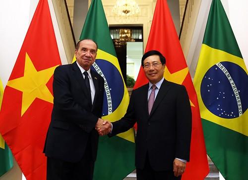 Phó Thủ tướng, Bộ trưởng Ngoại giao Phạm Bình Minh và Bộ trưởng Ngoại giao Brazil Aloysio Nunes Ferreira. Ảnh: VGP