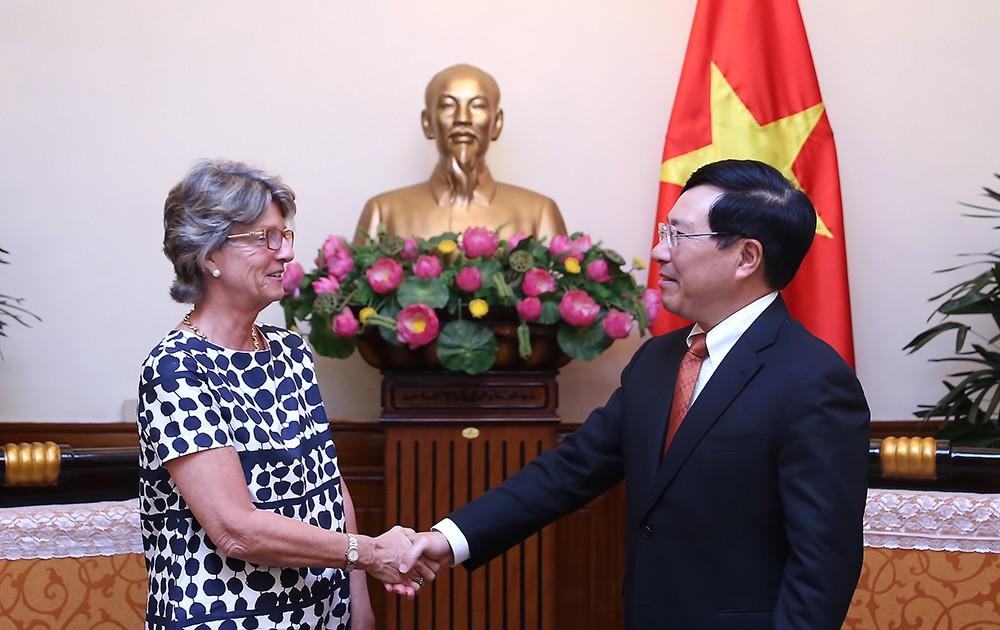 Phó Thủ tướng Phạm Bình Minh tiếp Đại sứ Tây Ban Nha Maria Jesus Figa Lopez-Palop. Ảnh: VGP