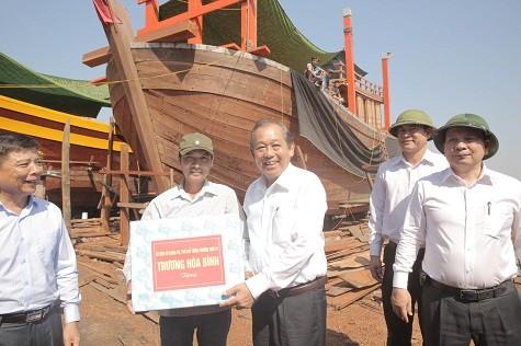 Phó Thủ tướng Thường trực Chính phủ thăm ngư dân Quảng Bình bị thiệt hại do sự cố môi trường - ảnh 2