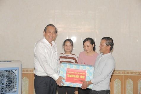 Phó Thủ tướng Thường trực Chính phủ thăm ngư dân Quảng Bình bị thiệt hại do sự cố môi trường - ảnh 3