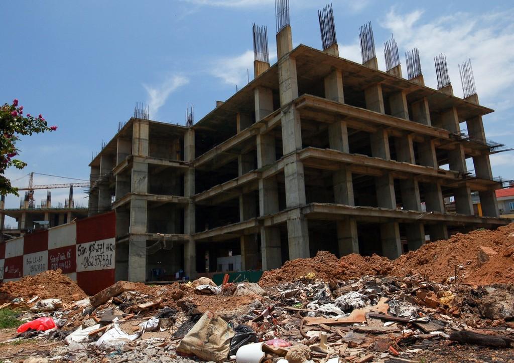 """Hàng nghìn tỷ đồng chỉ để """"đổ"""" vào đống hoang tàn Usilk City - ảnh 1"""