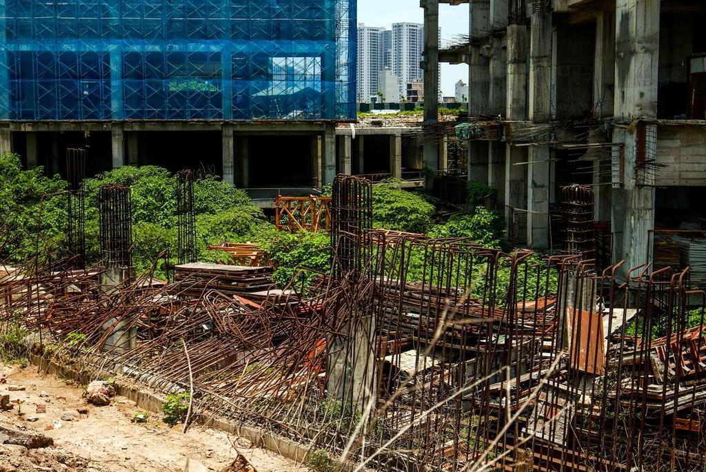 """Hàng nghìn tỷ đồng chỉ để """"đổ"""" vào đống hoang tàn Usilk City - ảnh 2"""