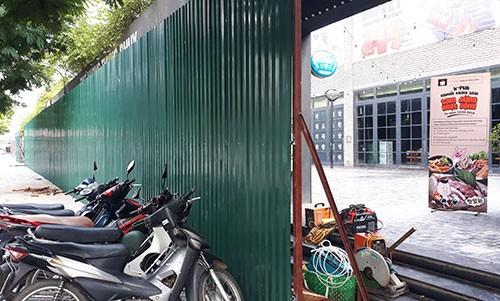Hơn 20 cửa hàng sai phép ở Hà Nội bị phá dỡ - ảnh 1