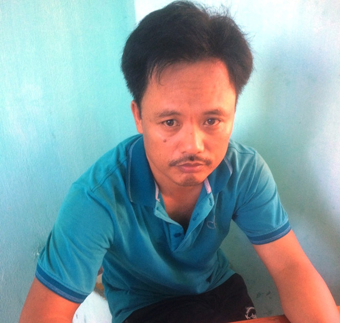 Nguyễn Đức Hùng, người cầm đầu đường dây đánh bạc bằng hình thức cá độ qua mạng quy mô lớn tại cơ quan điều tra. Ảnh: Công an Quảng Nam