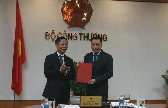 Bộ trưởng Công Thương trao quyết định cho ông Đặng Hoàng An