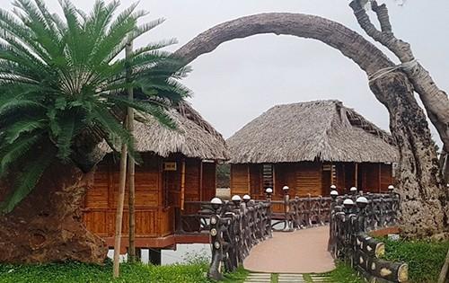 Nhiều hạng mục xây dựng sai phép trong khu đất của ông Hương.