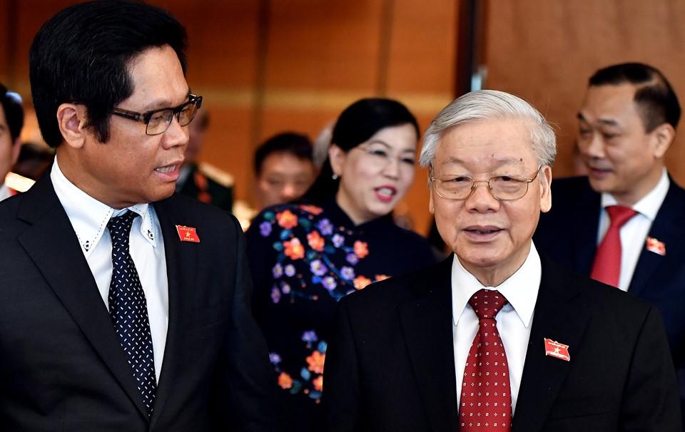 Tổng bí thư Nguyễn Phú Trọng trò chuyện cùng ông Vũ Tiến Lộc - Trưởng phòng Thương mại và Công nghiệp Việt Nam - trước giờ diễn ra phiên khai mạc.