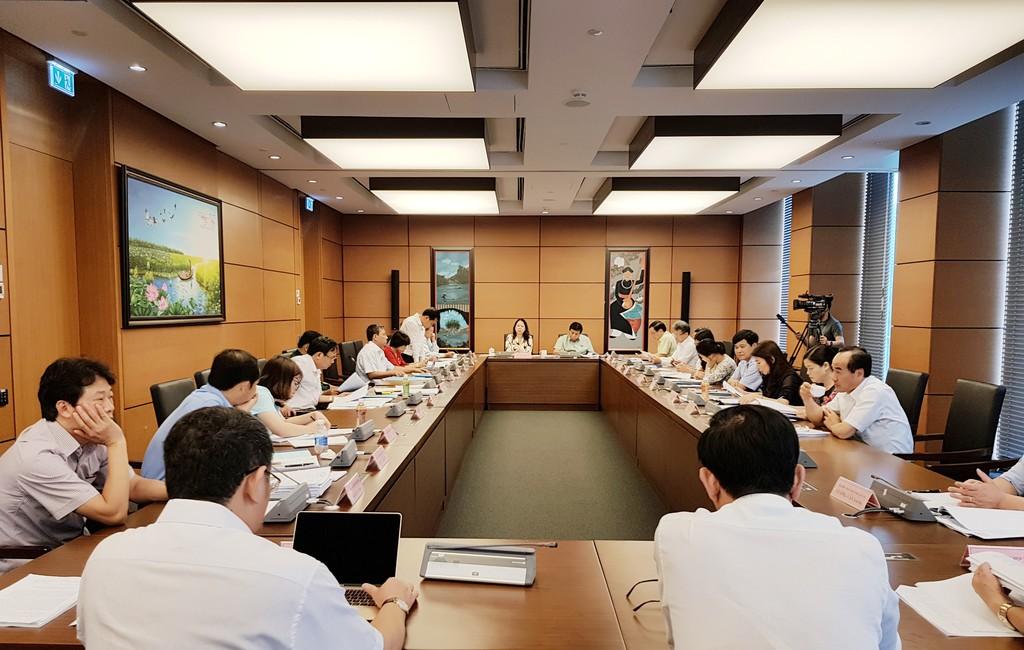 Quang cảnh buổi họp tổ sáng 22/5. Ảnh: Nguyệt Minh
