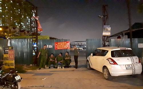 Hàng chục cảnh sát chốt từ sáng tới đêm tại các bãi trông giữ xe cạnh khu đô thị Kim Văn, Kim Lũ và HH Linh Đàm.