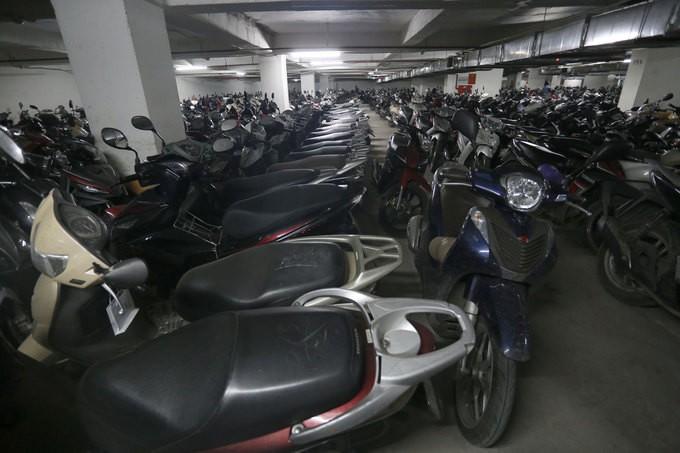 Không có chỗ gửi, dân chung cư để ôtô ở bãi rác - ảnh 10