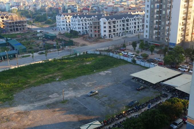 Trong hai ngày 21 và 22/5, lực lượng liên ngành 197 quận Hoàng Mai (Hà Nội) đã giải tỏa các bãi gửi ôtô không phép cạnh khu chung cư cao tầng thuộc khu đô thị Kim Văn - Kim Lũ (phường Đại Kim) và khu đô thị HH Linh Đàm (phường Hoàng Liệt). Việc đóng cửa c
