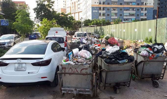Không có chỗ gửi, dân chung cư để ôtô ở bãi rác - ảnh 4