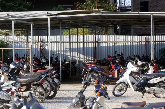 Không có chỗ gửi, dân chung cư để ôtô ở bãi rác - ảnh 7