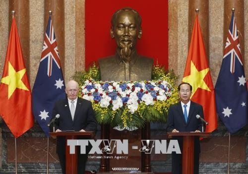 Chủ tịch nước Trần Đại Quang và Toàn quyền Australia Peter Cosgrove trong cuộc gặp gỡ báo chí thông báo kết quả hội đàm