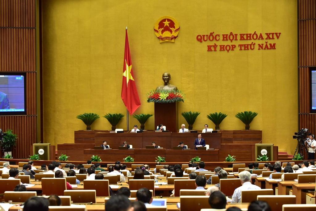 """Bộ trưởng Bộ LĐ-TB&XH cho rằng, nếu tính cả phần kinh tế """"ngầm"""" thì bức tranh năng suất lao động Việt Nam sẽ khác tại phiên thảo luận ở Hội trường sáng ngày 26/5. Ảnh:VGP"""