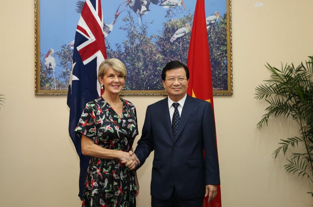 Phó Thủ tướng Trịnh Đình Dũng và Bộ trưởng Ngoại giao Australia Julie Bishop. Ảnh VGP