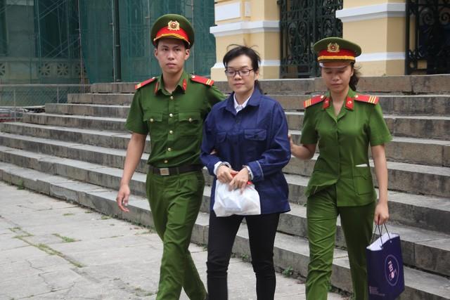 Huyền Như lại tiếp tục hầu tòa.