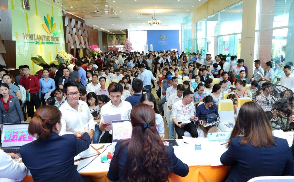 Đông đảo khách hàng tham gia sự kiện giới thiệu dự án Phu Dong Premier