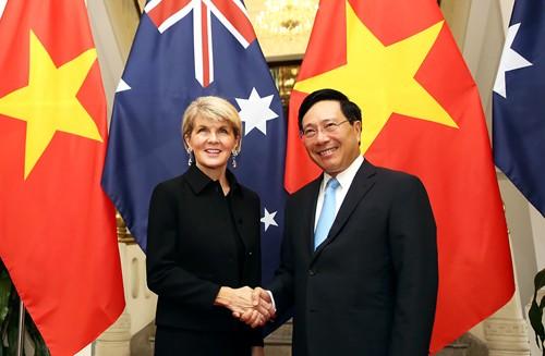 Phó Thủ tướng, Bộ trưởng Ngoại giao Phạm Bình Minh và Bộ trưởng Ngoại giao Australia Julie Bishop. Ảnh: VGP