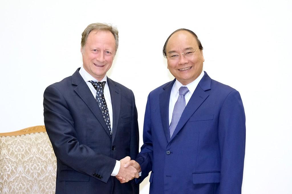 Thủ tướng Nguyễn Xuân Phúc và Đại sứ, Trưởng phái đoàn EU tại Việt Nam Bruno Angelet - Ảnh: VGP