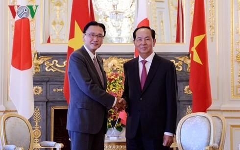 Chủ tịch nước Trần Đại Quang tiếp thân mật Chủ tịch Ủy ban điều hành Hạ viện Nhật Bản Keiji Furuya.