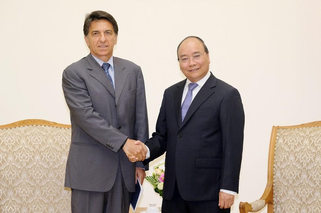Thủ tướng Nguyễn Xuân Phúc và Đại sứ Hy Lạp tại Việt Nam Ioannis E. Raptakis - Ảnh: VGP