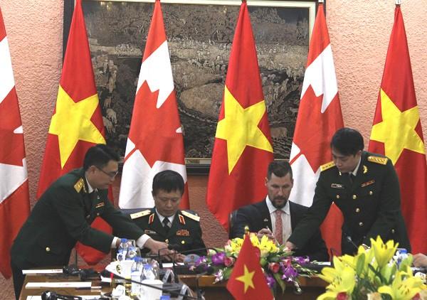 Chủ tịch nước tiếp Bộ trưởng Bộ Quốc phòng Canada - ảnh 4