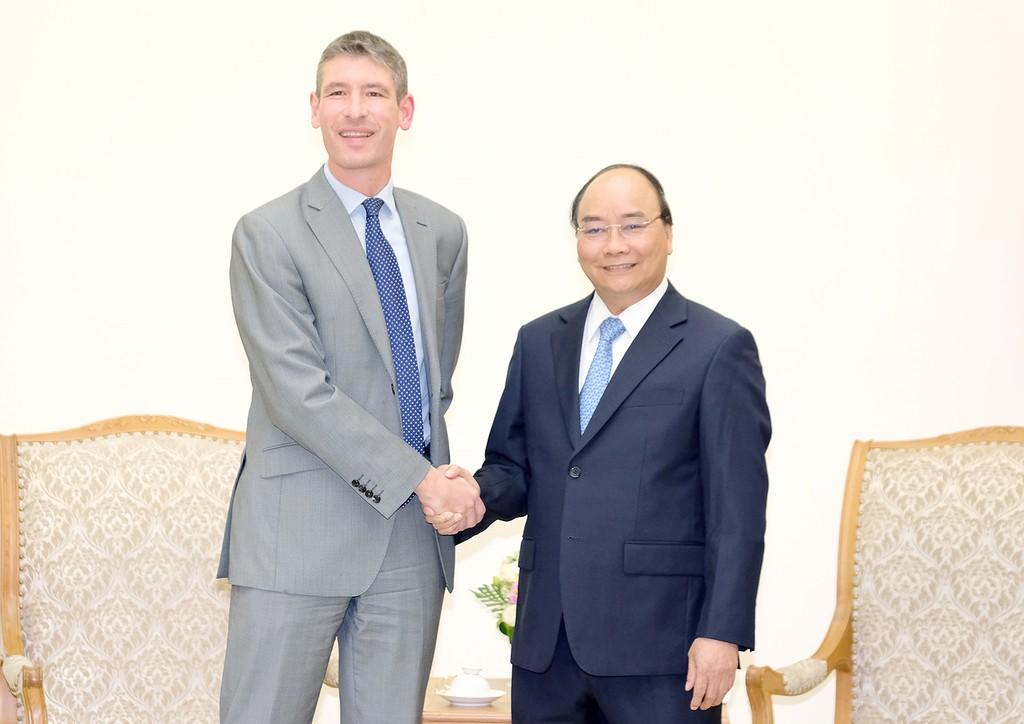 Thủ tướng Nguyễn Xuân Phúc tiếp Đại sứ Anh Giles Lever. Ảnh: VGP