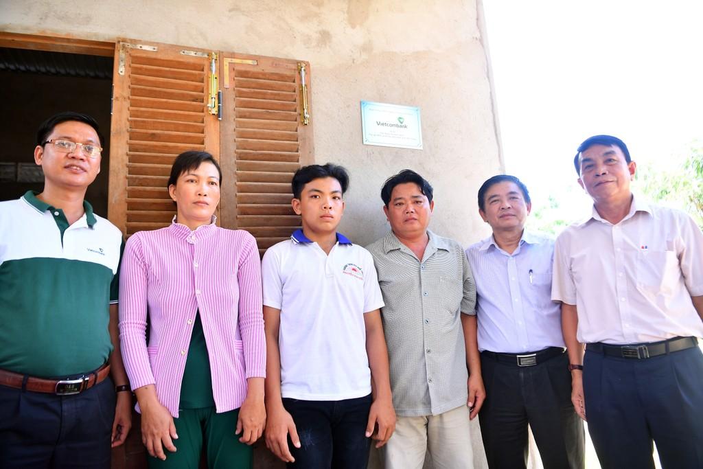 Vietcombank bàn giao nhà tình nghĩa cho hộ nghèo tại tỉnh Tiền Giang - ảnh 1