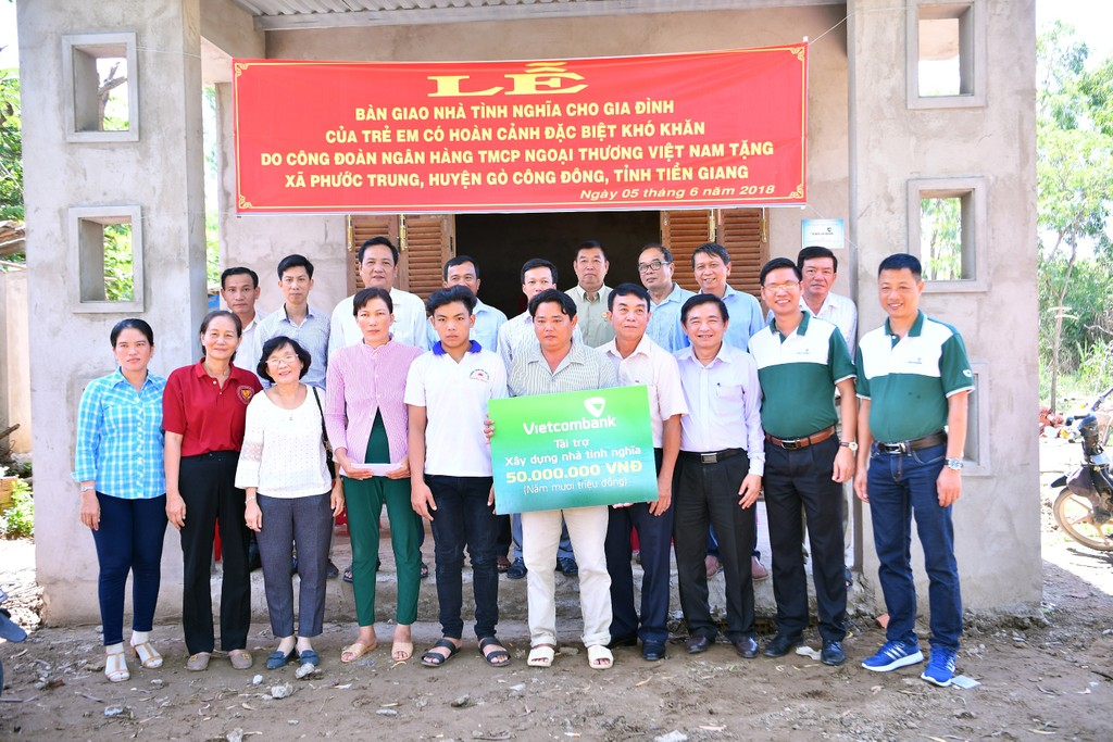Vietcombank bàn giao nhà tình nghĩa cho hộ nghèo tại tỉnh Tiền Giang - ảnh 3