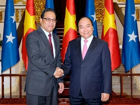 Thủ tướng Nguyễn Xuân Phúc tiếp Chủ tịch Quốc hội Liên bang Micronesia Wesley W. Simina - Ảnh: VGP