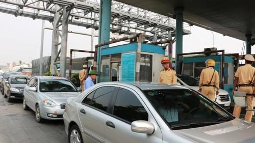 Lực lượng chức năng có mặt tại trạm thu phí Tân Đệ ngày 8/6 để đảm bảo an ninh, trật tự giao thông.