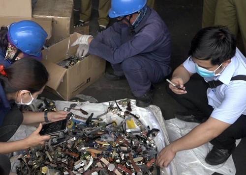 Hàng lậu bị bắt trong nửa năm qua được cho có giá 20 tỷ đồng.