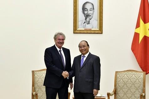 Thủ tướng Nguyễn Xuân Phúc tiếp ông Jean Asselborn, Bộ trưởng Ngoại giao và châu Âu, Đại Công quốc Luxembourg - Ảnh: VGP