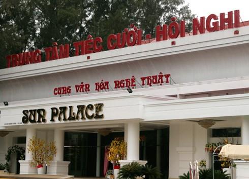 Nhà hàng tiệc cưới xây trên đất Công viên Phú Lâm, quận 6.