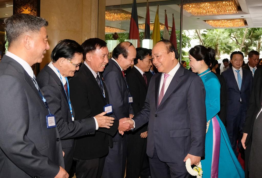 Thủ tướng đến Thái Lan, bắt đầu chuyến tham dự Hội nghị ACMECS 8 và CLMV 9 - ảnh 1