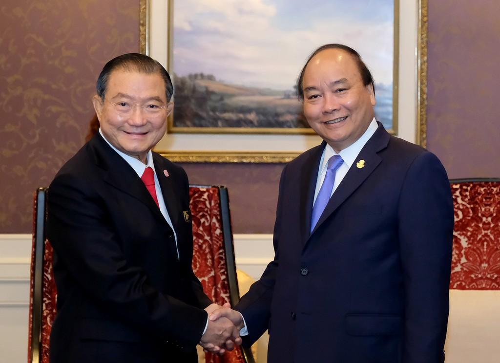 Thủ tướng Nguyễn Xuân Phúc và ông Charoen Sirivadhanabhakdi, Chủ tịch Tập đoàn ThaiBev. - Ảnh: VGP