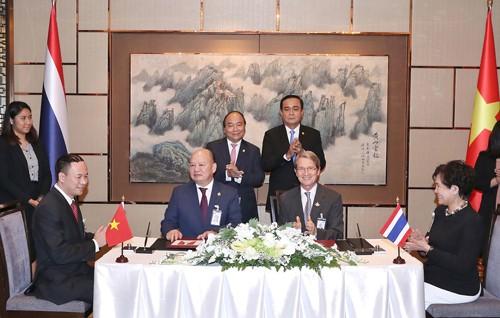 Thủ tướng Nguyễn Xuân Phúc gặp Thủ tướng Thái Lan - ảnh 2