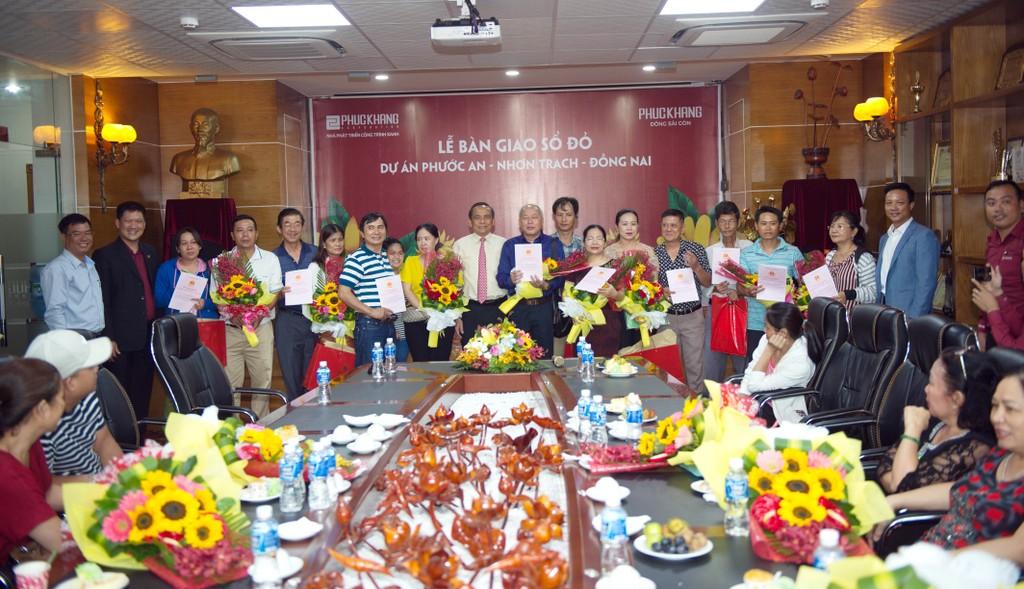 Phúc Khang trao sổ đỏ cho khách hàng dự án Phước An - ảnh 1