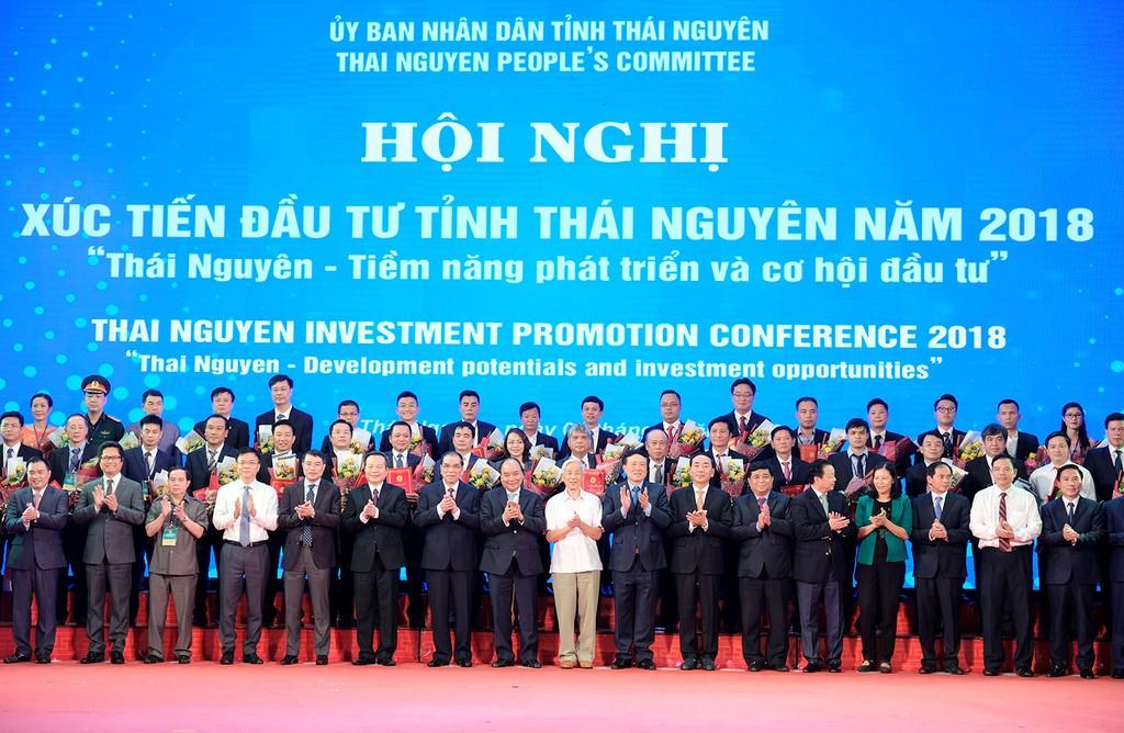 50 dự án với tổng số vốn khoảng 46.700 tỷ đồng đã được tỉnh Thái Nguyên trao quyết định phê duyệt chủ trương đầu tư, giấy chứng nhận đầu tư tại hội nghị