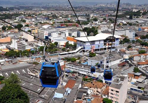 Một tuyến cáp treo ở Rio, Brazil do tập đoàn Poma xây dựng. Ảnh: The Urban Design.