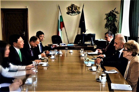 Phó Thủ tướng Phạm Bình Minh thăm chính thức Bulgaria - ảnh 3