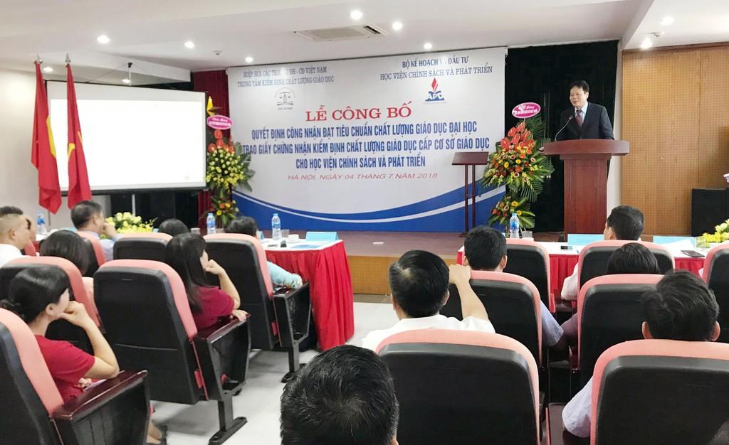 Ông Đào Văn Hùng, Giám đốc Học viện Chính sách và Phát triển phát biểu tại Lễ công bố