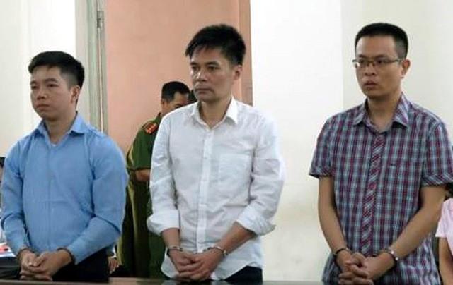 """Hà Nội: Trả hồ sơ vụ cán bộ hải quan kiếm tiền tỷ từ """"rút ruột"""" ngà voi - ảnh 1"""