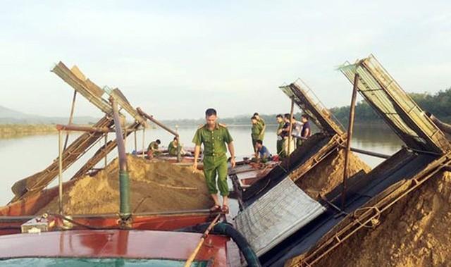 """Hà Tĩnh: Lập tổ công tác đặc biệt loại bỏ nạn khai thác cát sỏi """"lậu"""" giáp ranh 3 huyện - ảnh 1"""