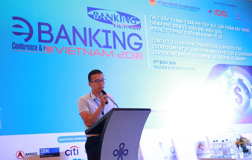 Ông Huỳnh Ngọc Tấn có bài tham luận về ứng dụng AI trong ngành ngân hàng...