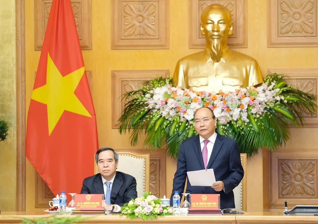 Thủ tướng Nguyễn Xuân Phúc gặp mặt các doanh nghiệp, diễn giả của Diễn đàn cấp cao về công nghiệp 4.0. Ảnh: VGP