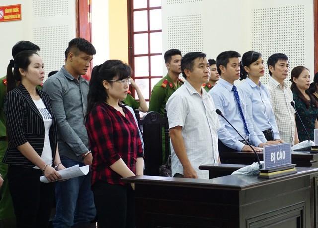 Các bị cáo và những người liên quan đến vụ án nghe HĐXX tuyên án